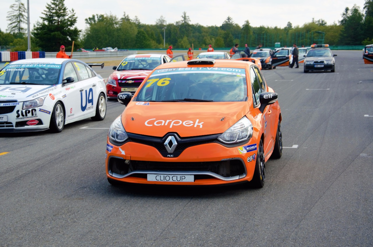 Perfektní debut s Renaultem Clio, Václav Nimč vyhrál hned napoprvé