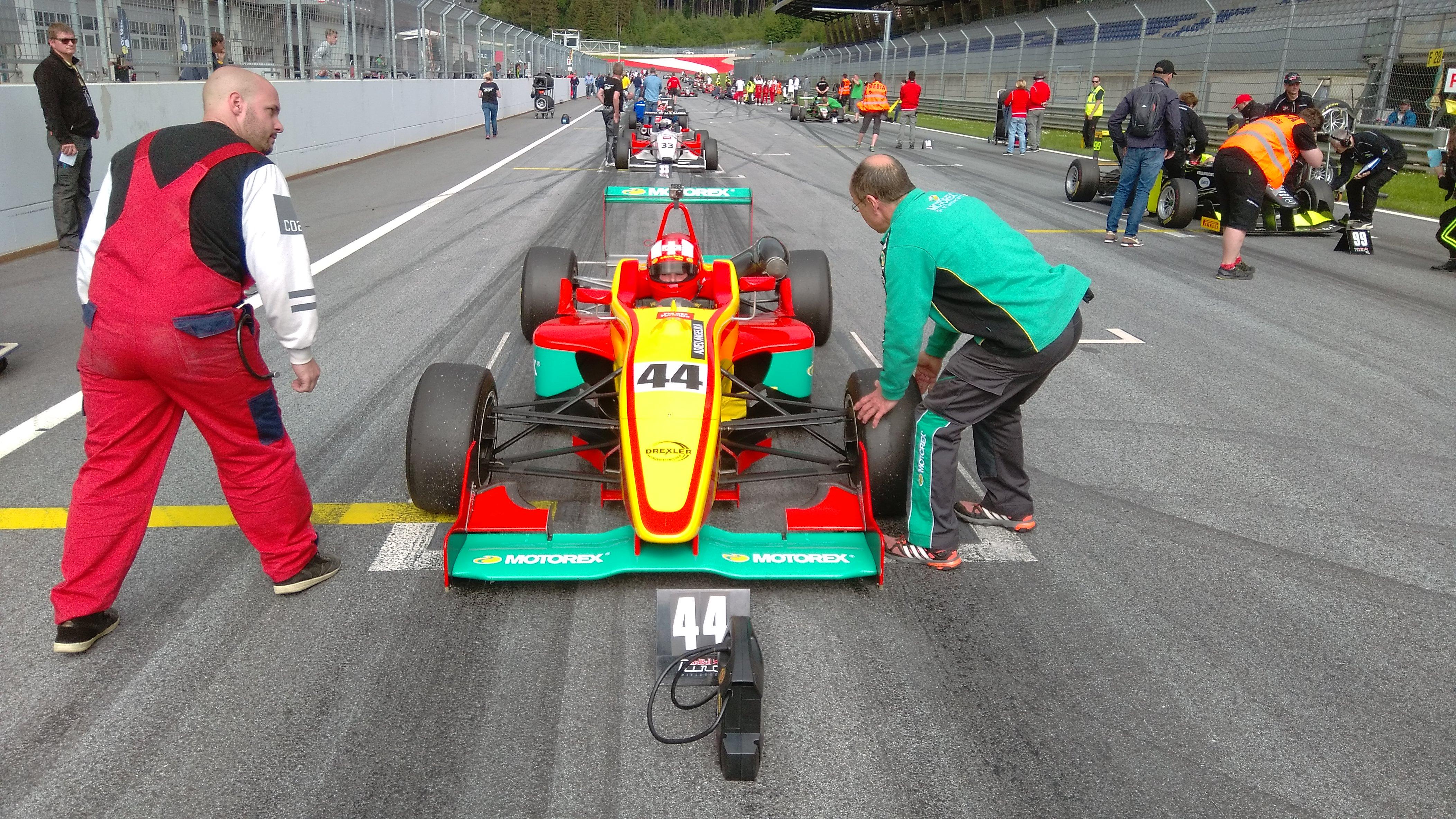 Sandro Zeller se prosadil i ve druhém formulovém závodě