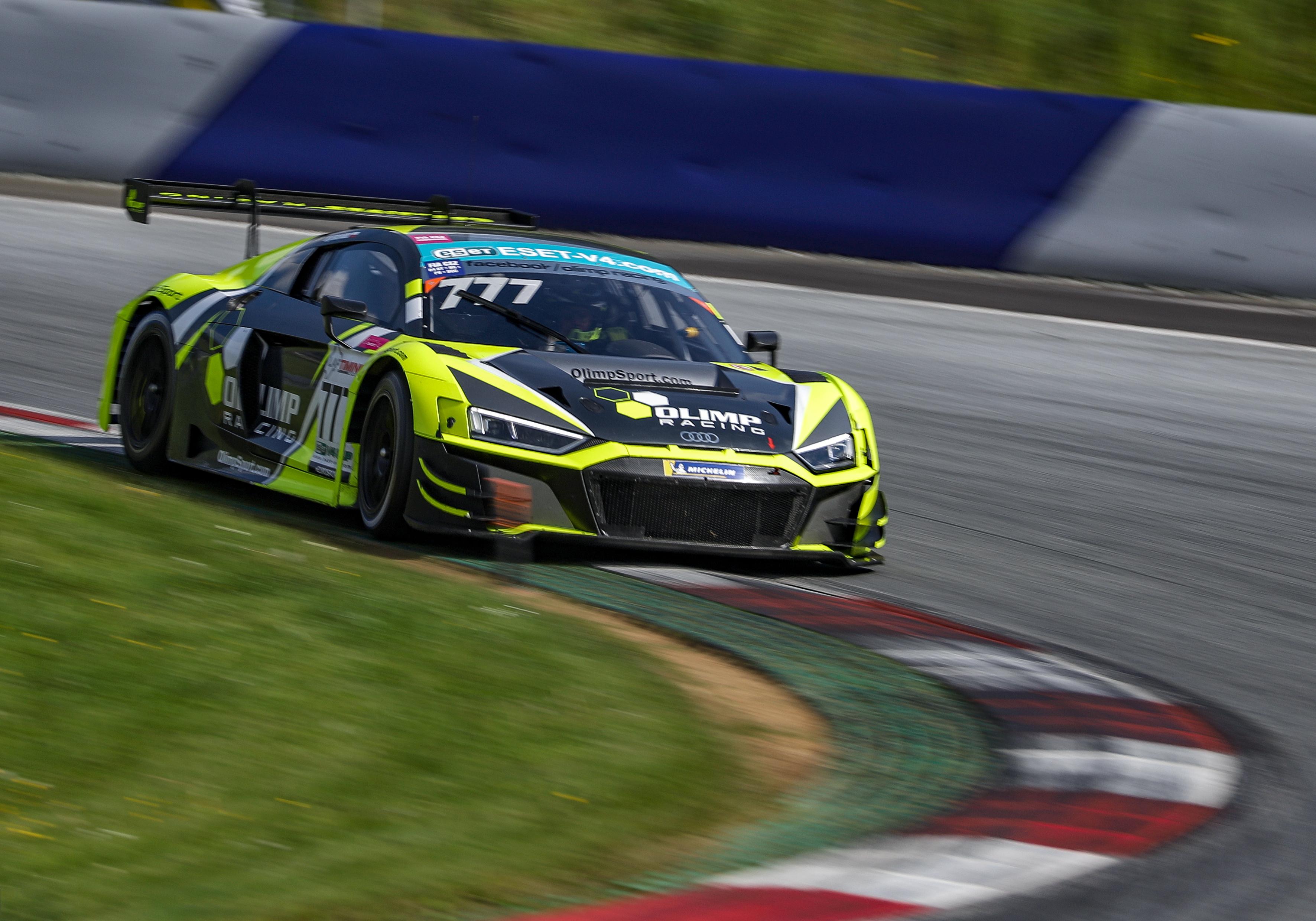 Mateusz Lisowski diktoval tempo v závodě GT
