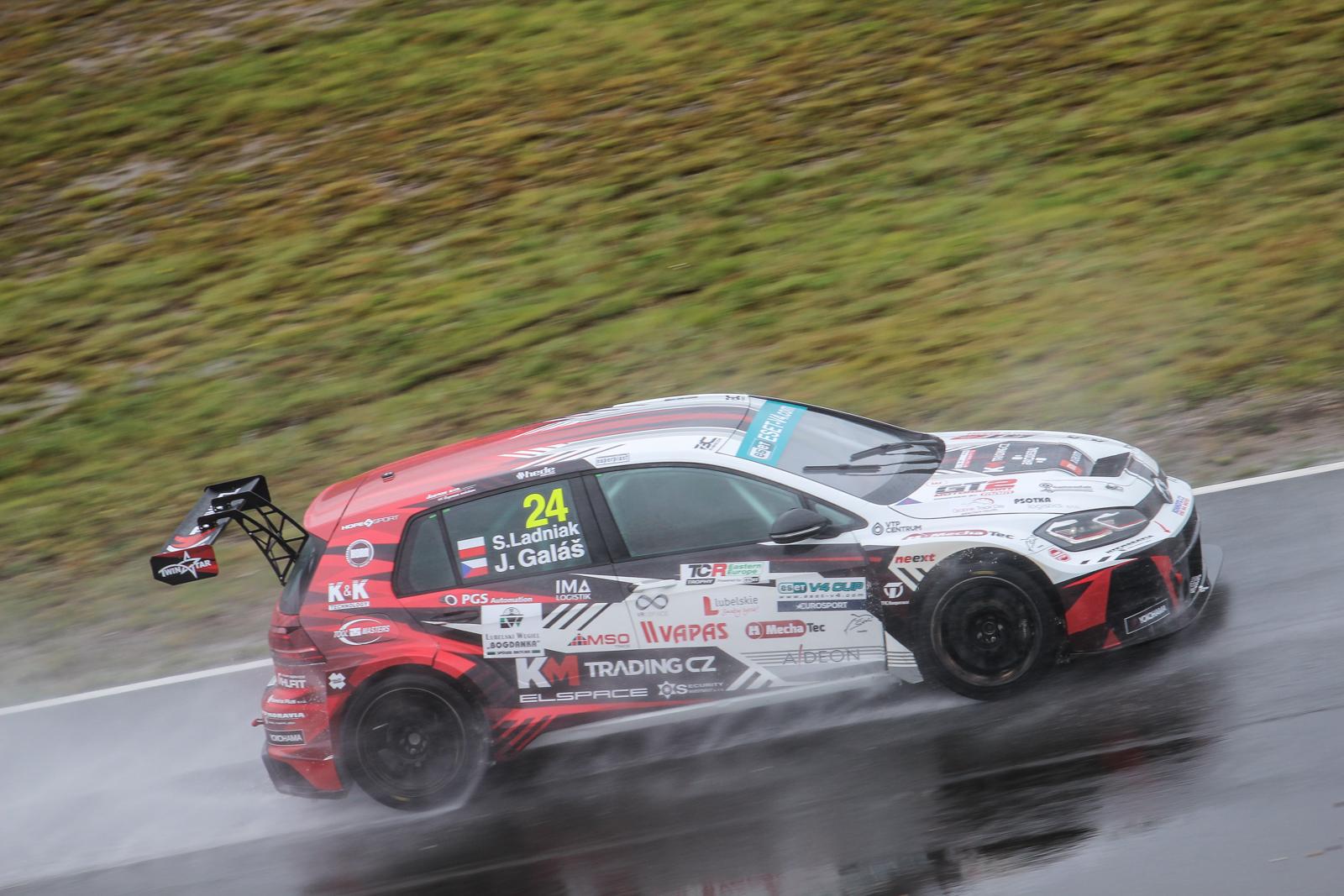 Na závěr sezony TCR vítězí Galáš