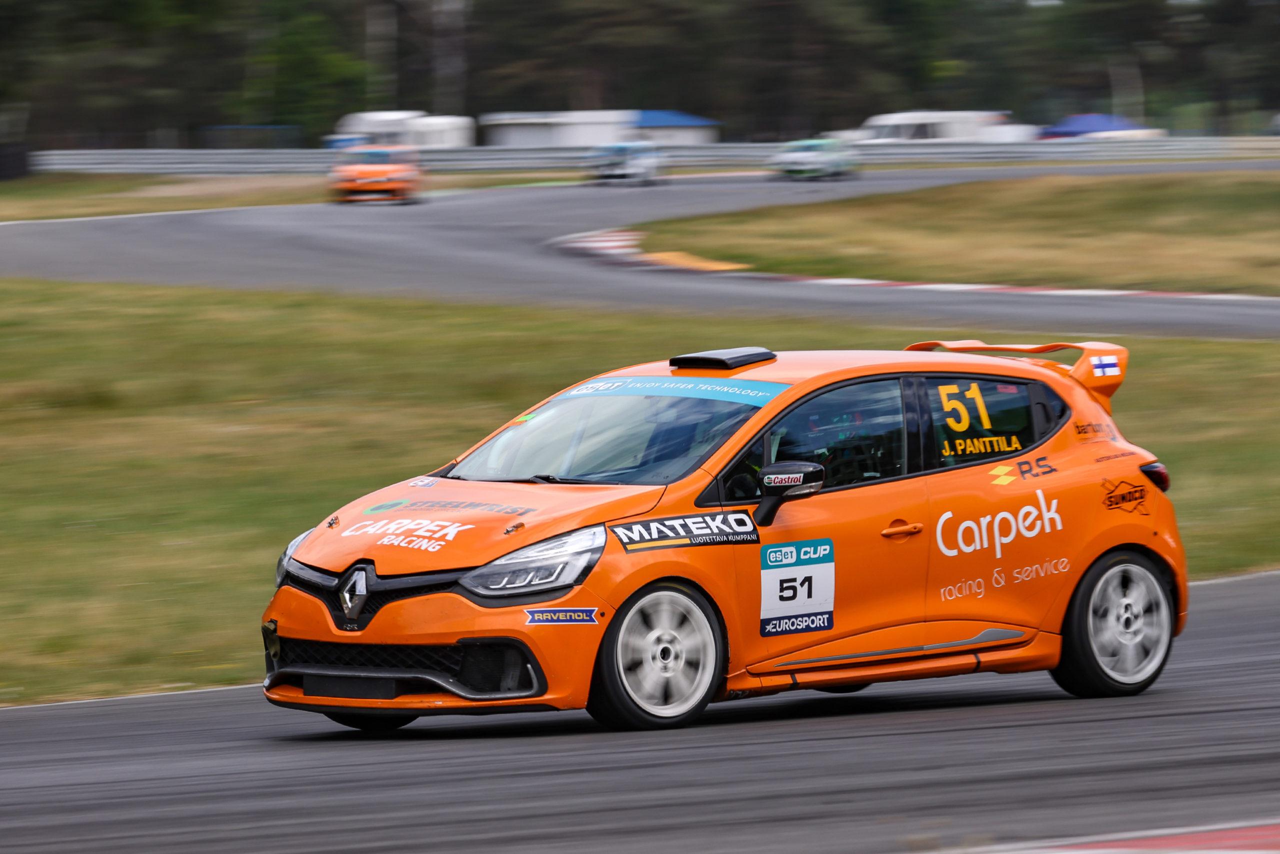 Panttila získal v napínavém závodě Clio Cupu Bohemia premiérový triumf