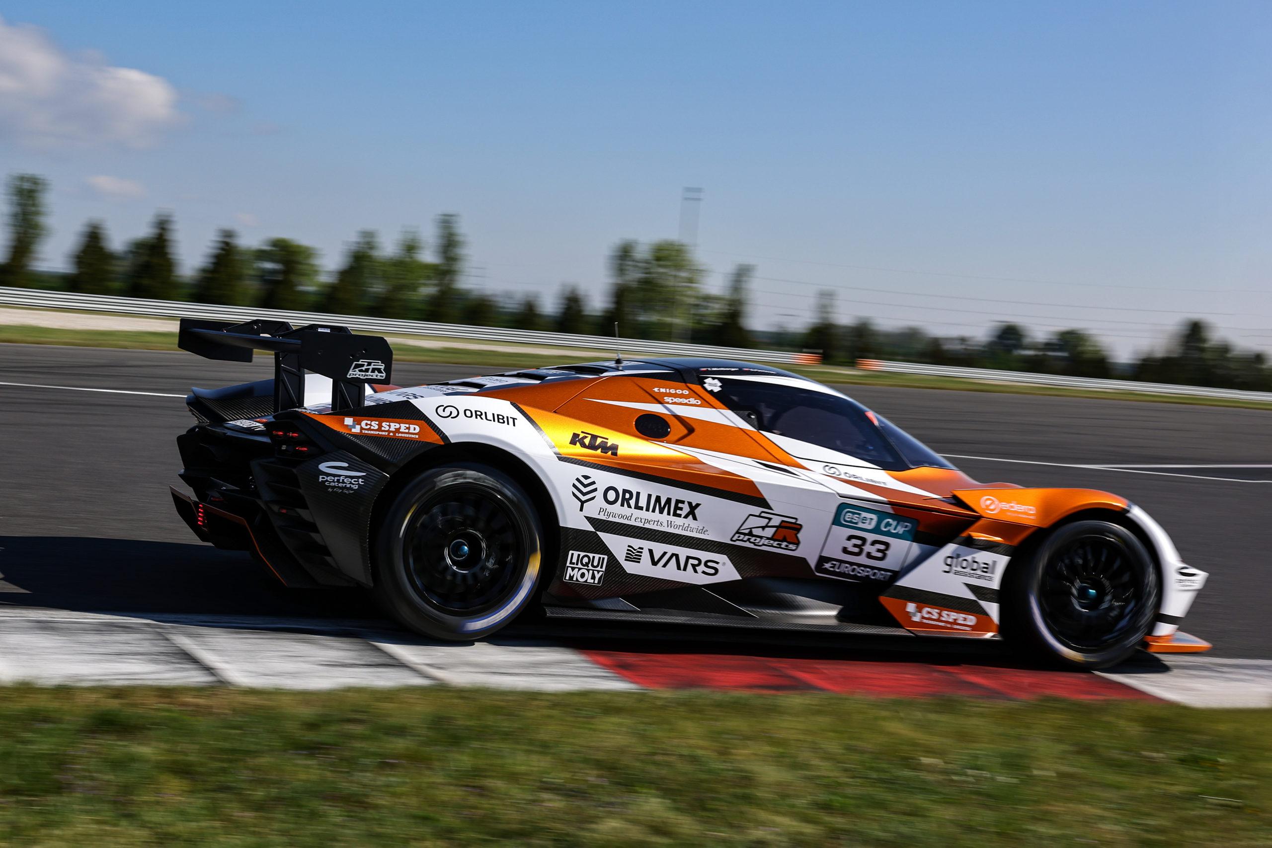 Miniberger s KTM X-Bow GTX ovládl první sprint