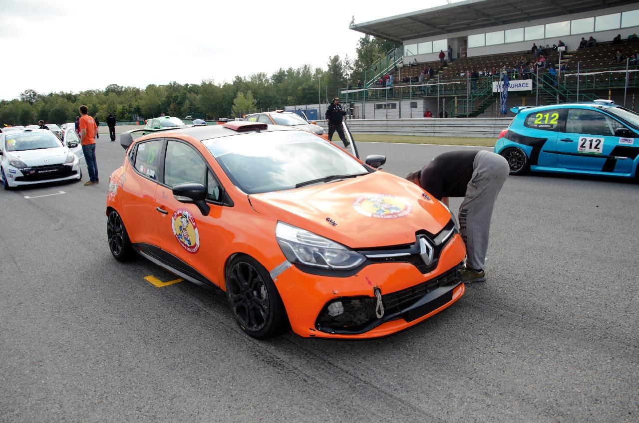 Nováčci Matthias Lodi a Václav Nimč ovládli závod Clio Cupu