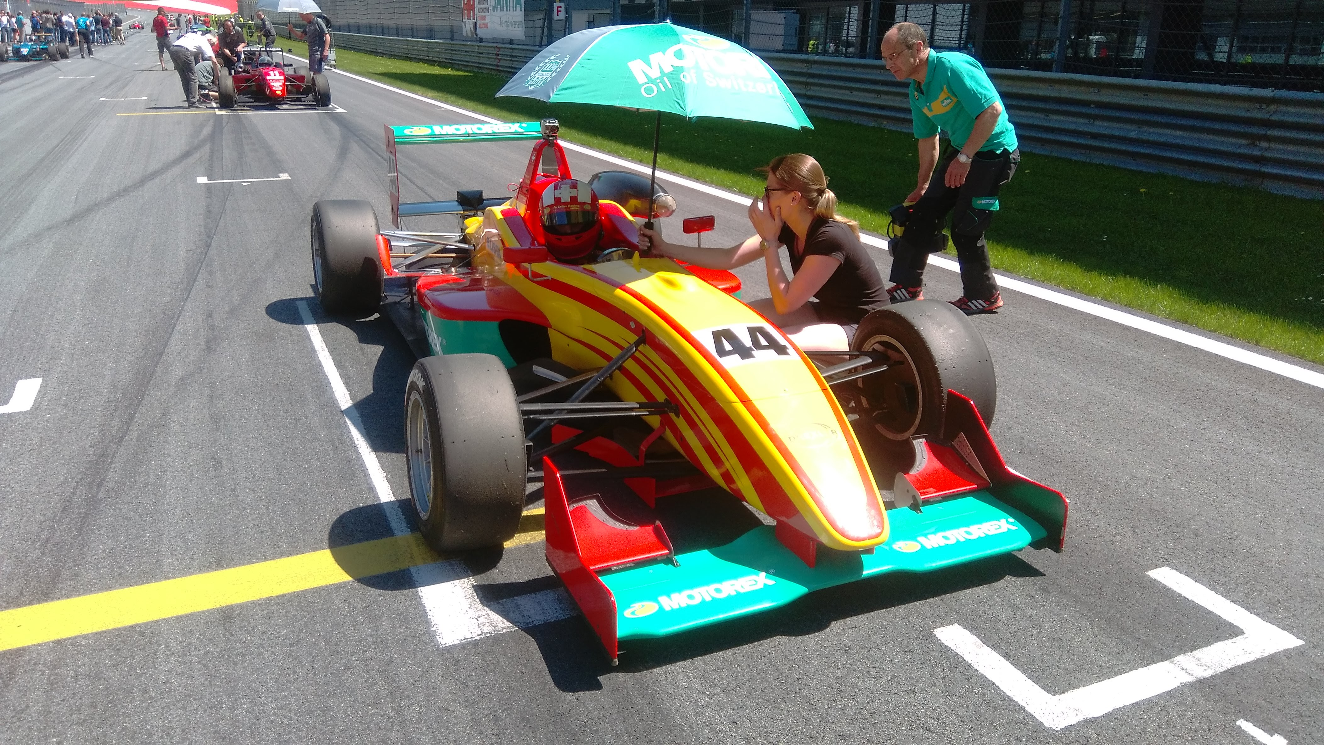 Formulový závod se stal kořistí Sandra Zellera