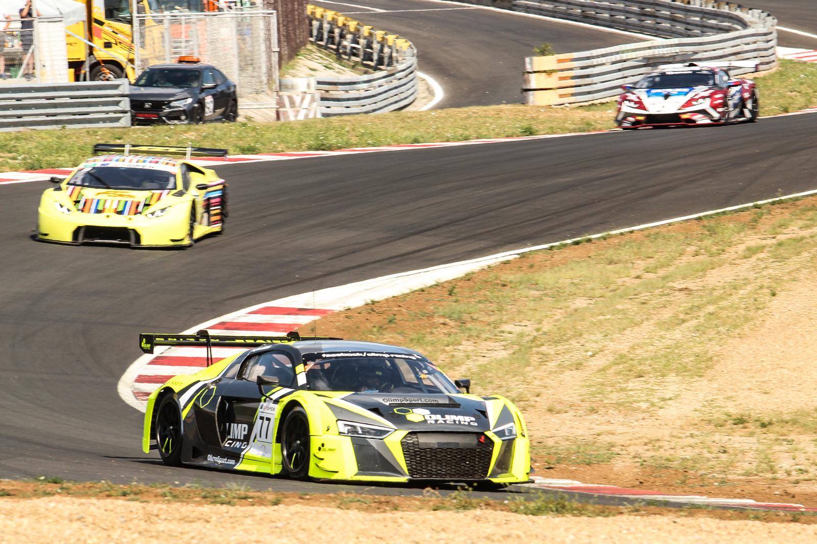 Jedlinski opět vítězí, závod se dokončoval za safety carem