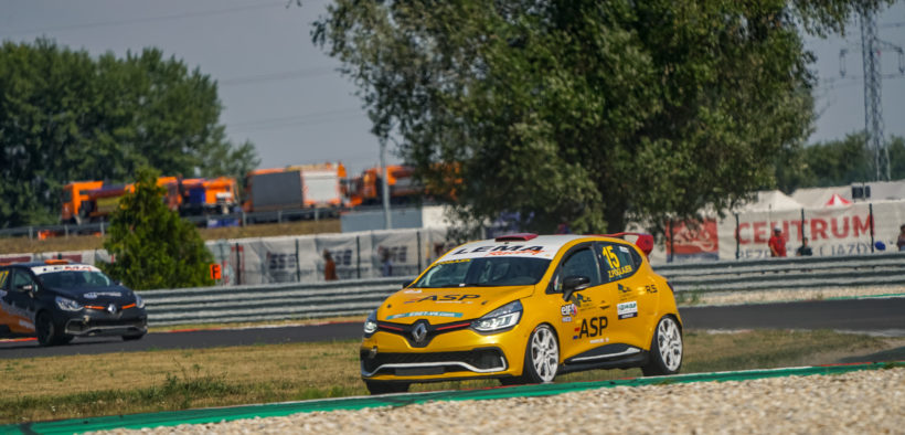 Zoran Poglajen stays loyal to Renault Clio