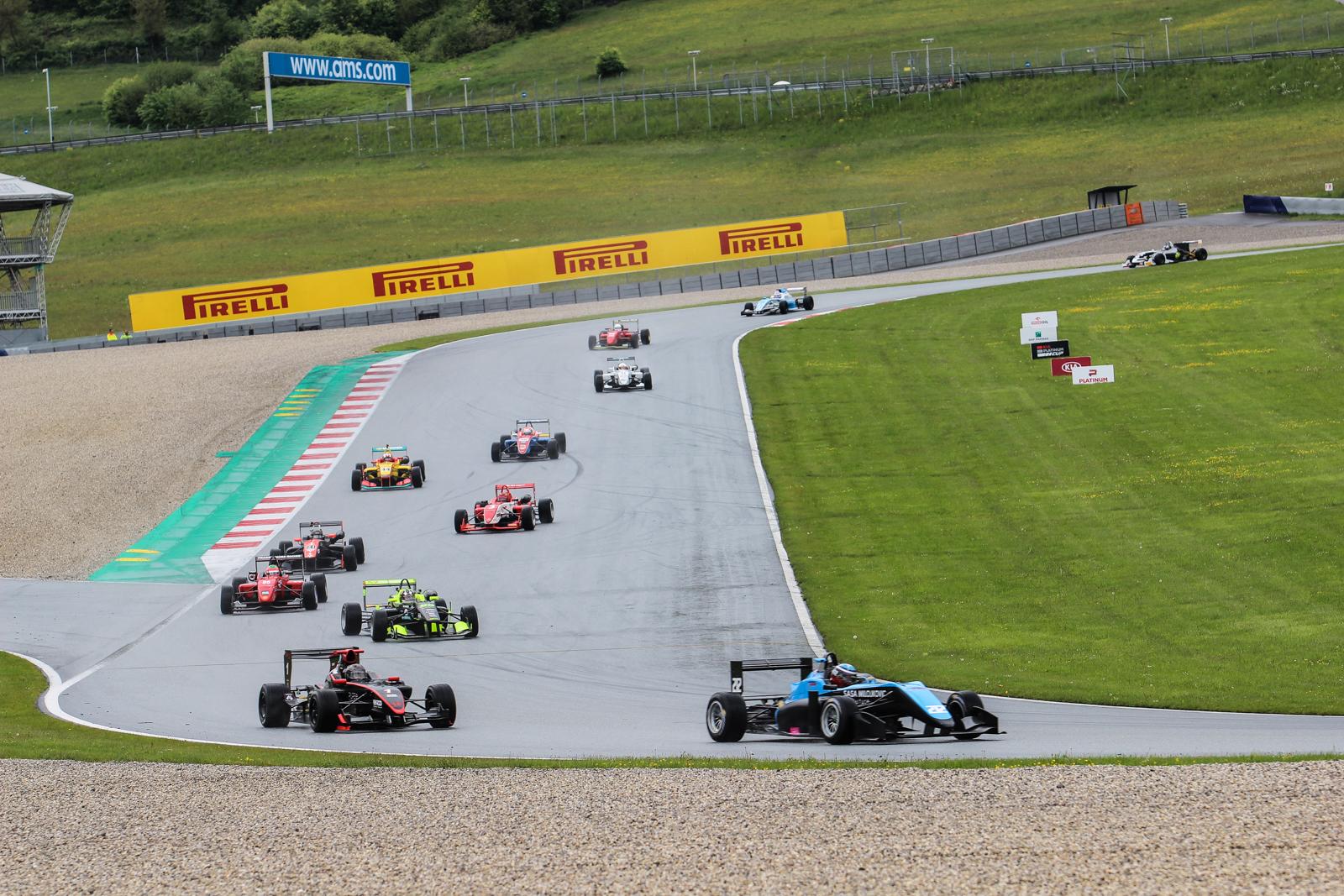 Paolo Brajnik ubránil pozici a vyhrál závod formulí
