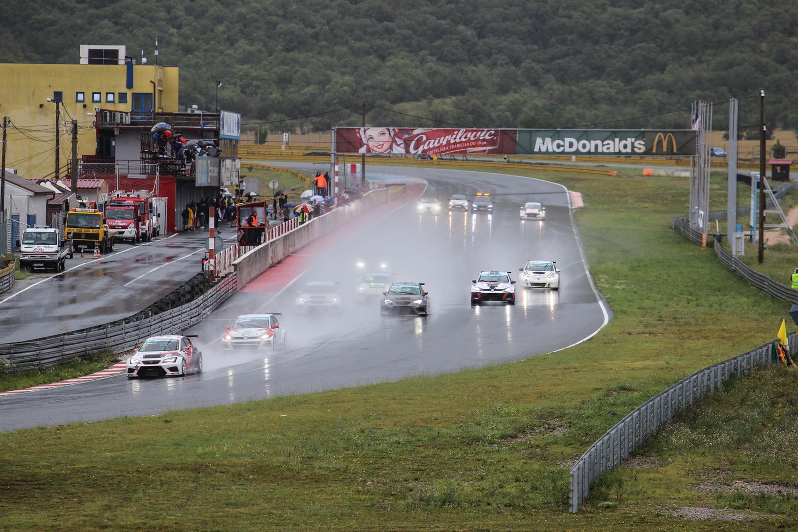 ESET TCR: napínavá podívaná v dešti a vítězství pro Galáše a Vesniče