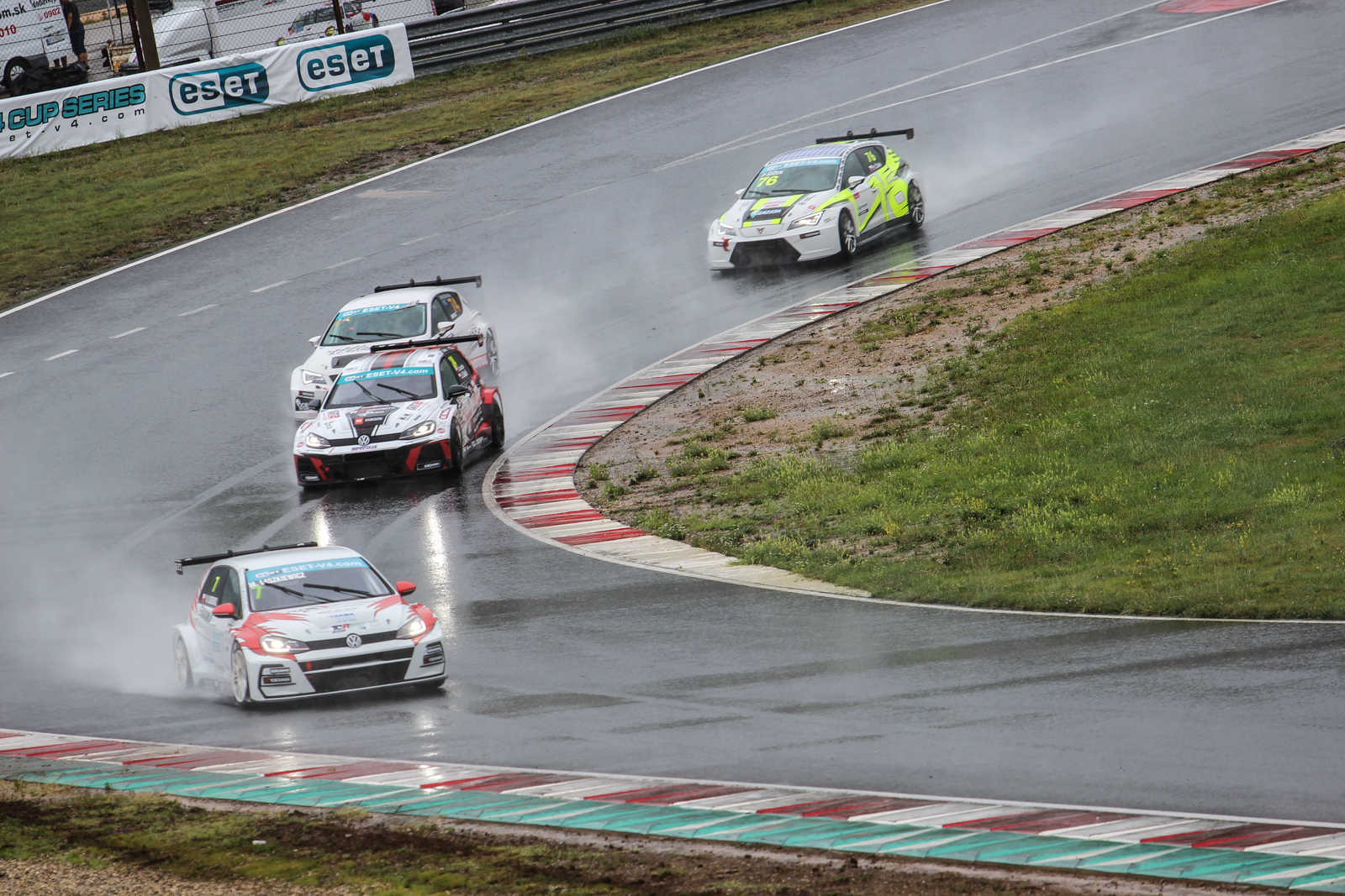 ESET TCR: Thrilling Spectacle in the Rain and Victories for Galáš and Vesnic