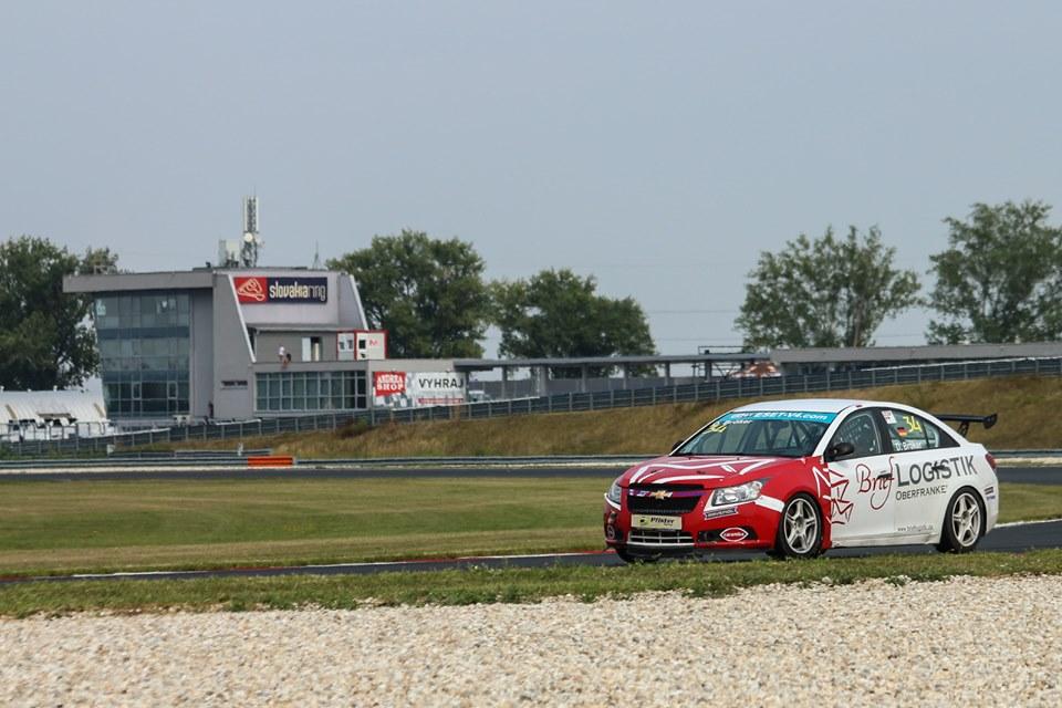 Bröker se stal novým lídrem Chevrolet Cruze Eurocupu