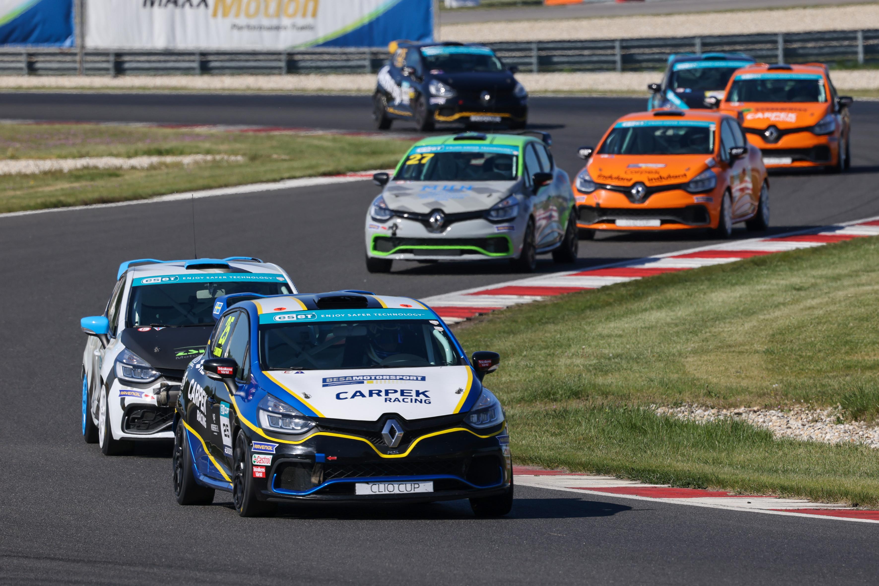 Sandström leads Clio Cup Bohemia