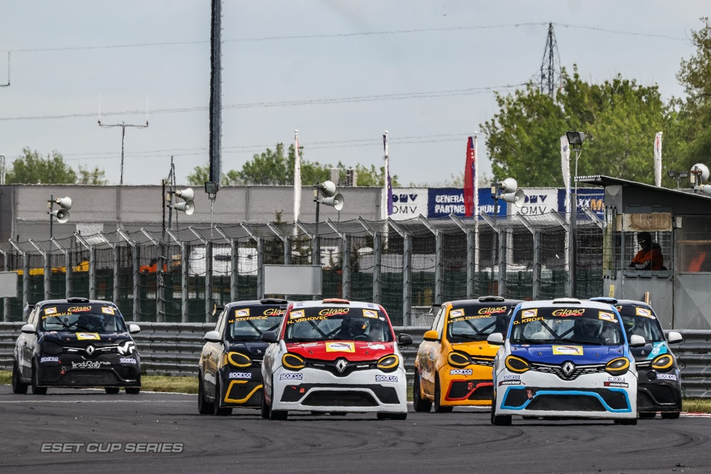 Twingo Cup: Stefančič and Glazer victorious at Slovakiaring