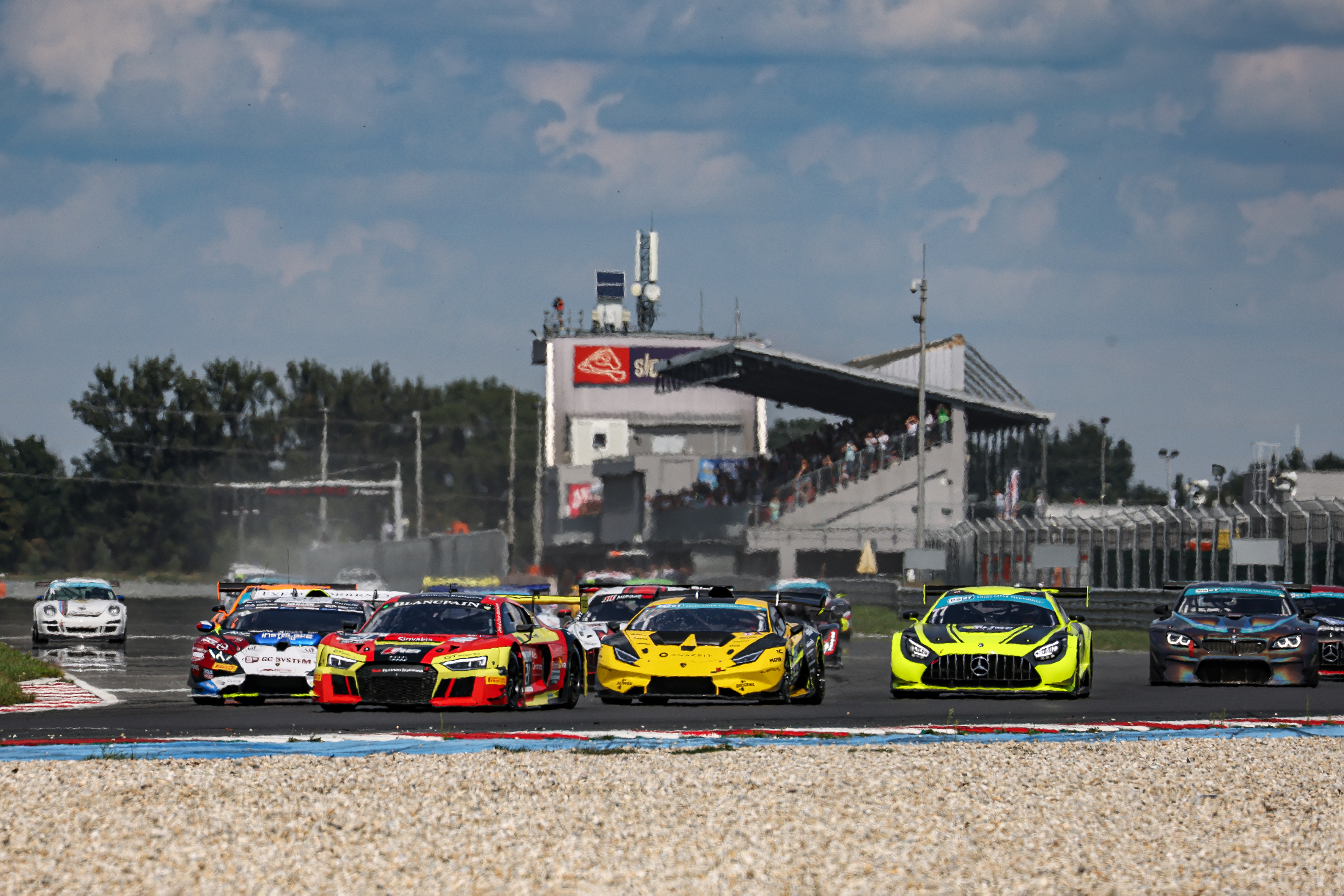 Sprint in Brno: Jedlinski closing on GT3 title, with Le Mans team taking part